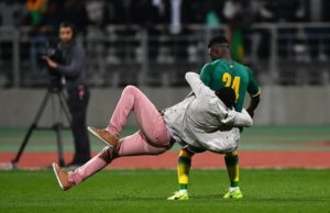VIDEO: Pitch invasions end Senegal-Ivory Coast friendly match early